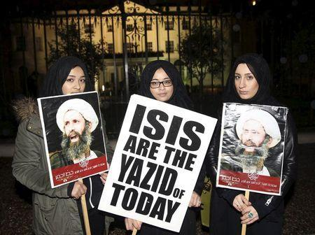 Protesters hold placards as they demonstrate against the execution of prominent Shi'ite cleric Sheikh Nimr al-Nimr outside the Saudi Arabian Embassy in London, Britain January 2, 2016. REUTERS/Neil Hall