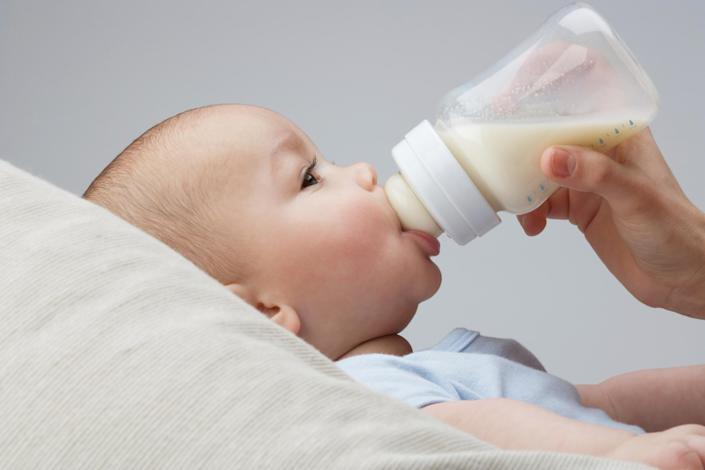 Bottle-fed babies are more likely to be obese, new research reveals [Photo: Getty]