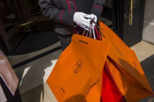 fdab94d257 Saudi princess Maha bint Mohammed bin Ahmad al-Sudairi reportedly tried to  stiff some of Paris s most exclusive boutiques for  20 million and skip out  on a ...