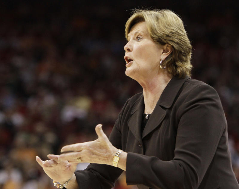 Tennessee coach Pat Summitt directs her team against Louisville in their NCAA college basketball game in Louisville, Ky., Friday, Nov. 12, 2010. No. 4 Tennessee defeated Louisville 63-50 in the season opener for both teams. (AP Photo/Garry Jones)