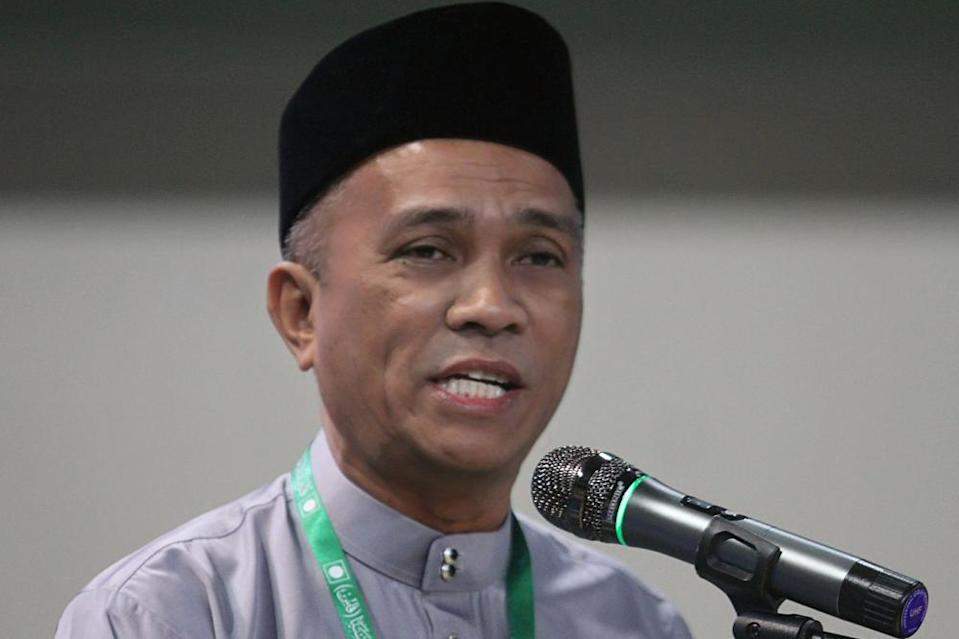 The gay pornography posts 'liked' on Selangor PAS official Roslan Shahir Mohd Shahir's since-deleted Twitter account was allegedly the result of 'hacking'. — Picture by Ahmad Zamzahuri