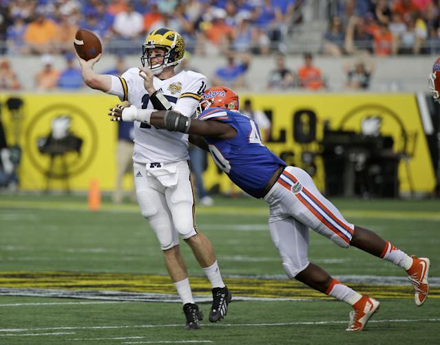Florida LB Jarrad Davis can close in a hurry but is undersized. (AP)