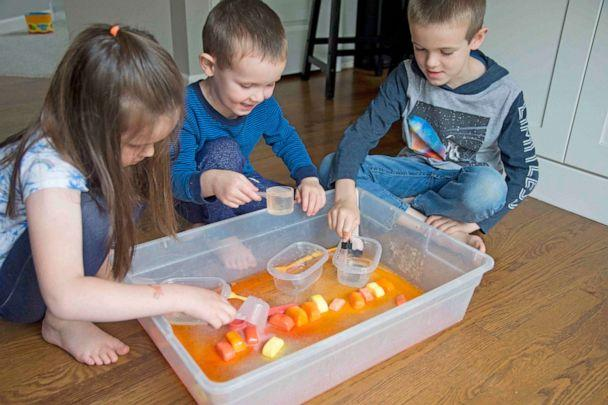 PHOTO: Fizzy Cubes will keep your kids busy experimenting with different ways to make the classic baking soda and vinegar chemical reaction. (Courtesy of Susie Allison / BusyToddler)