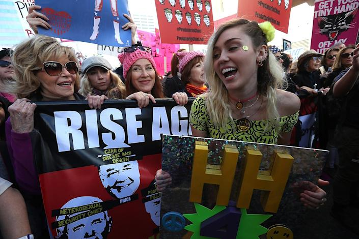 <p>Miley marched with Fonda. (Photo: Justin Sullivan/Getty Images) </p>