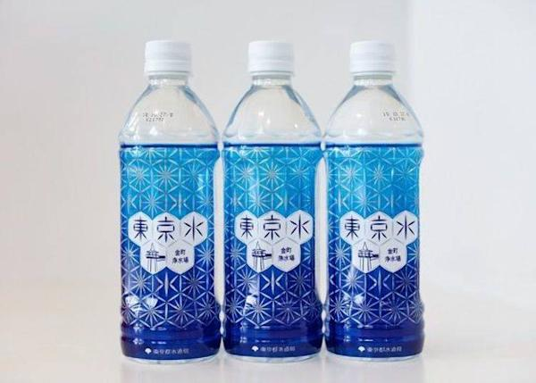"▲""Tokyo Water"" (500ml, ¥103 – including tax). The Tokyo water is unexpectedly popular. The water goes through a process of purification on a site managed by the Tokyo Metropolitan Bureau of Waterworks. The purity of the water is very high even compared to the high standards of Japan."