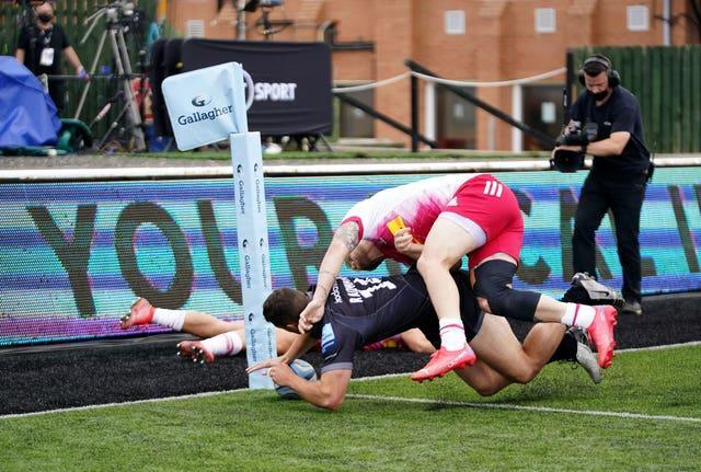 Newcastle Falcons' pushed Harlequins close in their opener but the champions started the defence of their Gallagher Premiership crown with a 26-20 win on the road