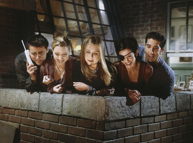 'The One with Chandler in a Box' Episode 8 -- Pictured: (l-r) Matt LeBlanc as Joey Tribbiani, Lisa Kudrow as Phoebe Buffay, Jennifer Aniston as Rachel Greene, Courteney Cox as Monica Geller, David Schwimmer as Ross Geller (Photo by Paul Drinkwater/NBC/NBCU Photo Bank via Getty Images)