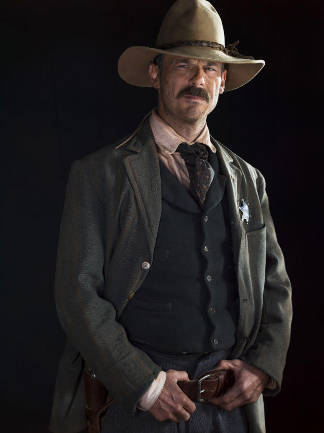 Scoot McNairy as Sheriff Bill McNue in Netflix's <i>Godless</i>. (Photo: James Minchin/Netflix)