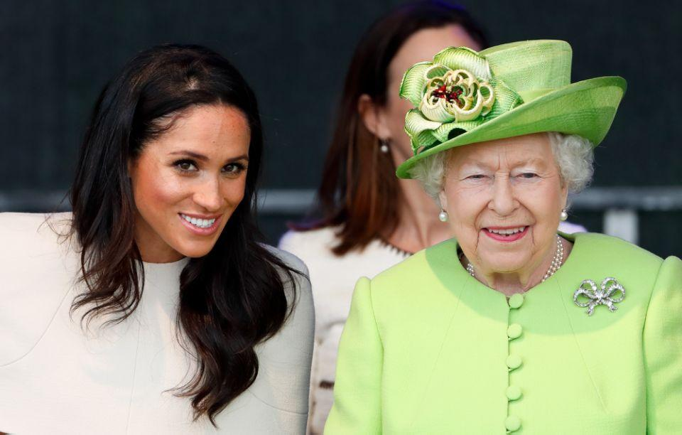 Meghan und Queen Elizabeth II 2018 bei der Eröffnungszeremonie für die neue Mersey Gateway Bridge, wo es zu dem rührenden Moment kam. Foto: Getty Images