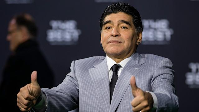 Diego Maradona has put himself forward as a possible successor to Maurizio Sarri in the Napoli hot seat.