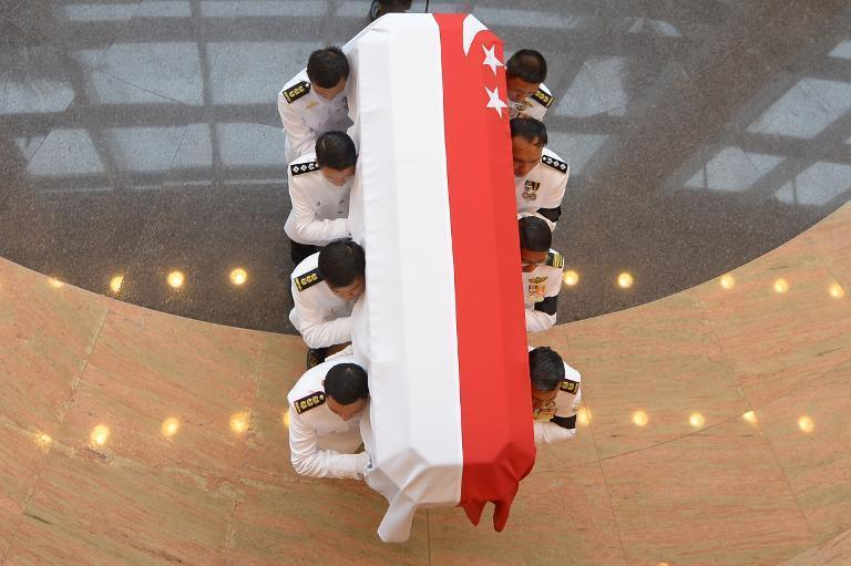 The body of former prime minister Lee Kuan Yew arrives at the University of Cultural Center for the state funeral service in Singapore on March 29, 2015