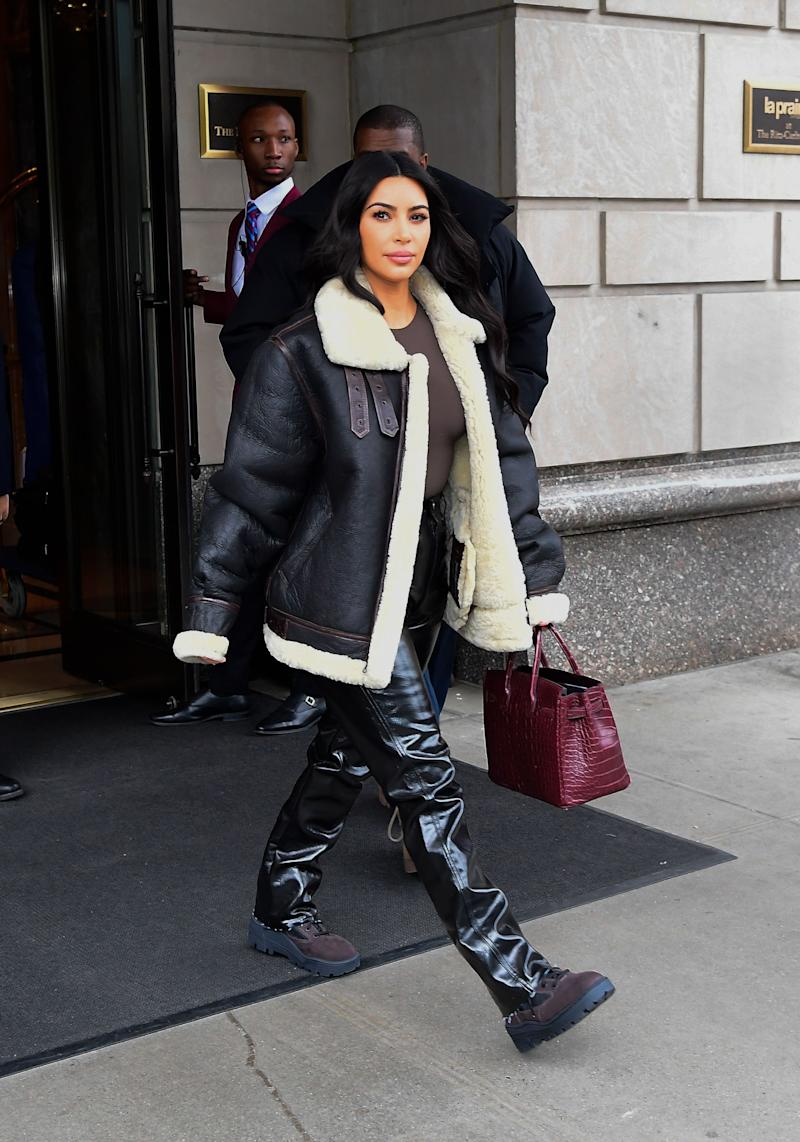 Kim Kardashian in the street with a Hermès Birkin bag