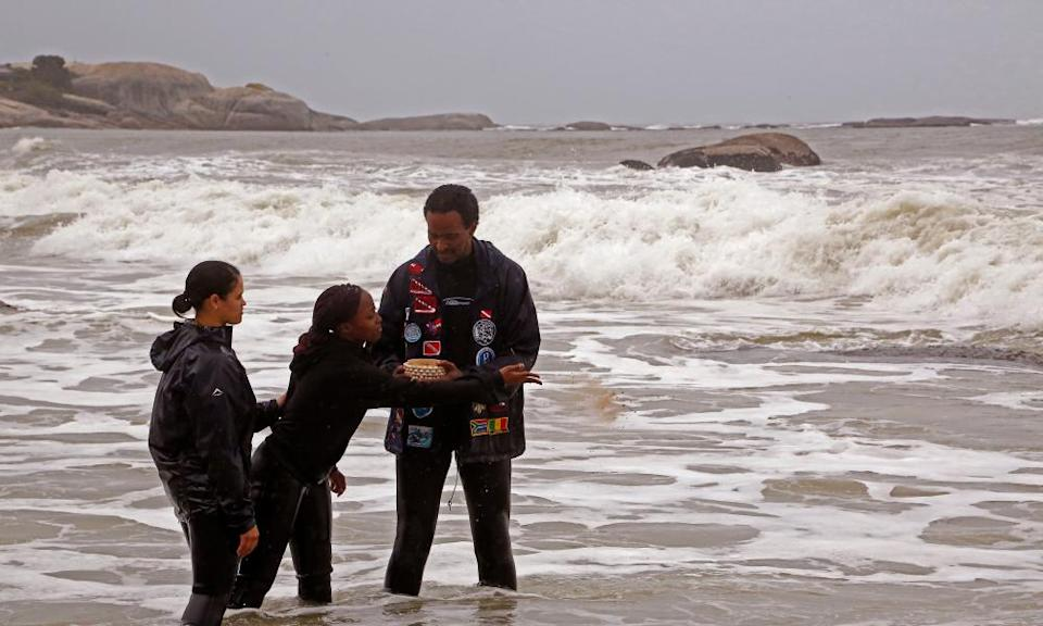 Divers scatter sand from Mozambique in honour of the Africans who died on the São José Paquete de Africa slave ship.
