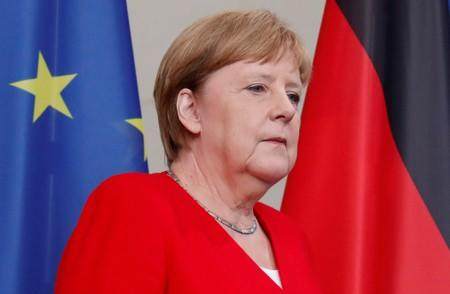 Merkel- Weaker economy gives us reason to try to stimulate domestic economy