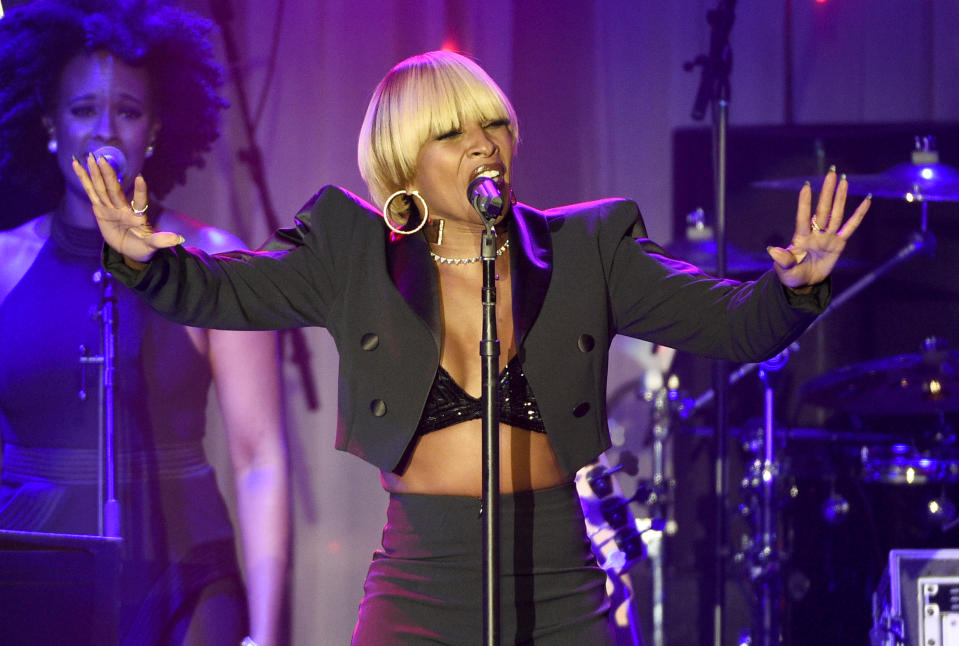 Mary J. Blige performs at the Clive Davis Pre-Grammy Gala in 2017. (Photo: Chris Pizzello/Invision/AP)