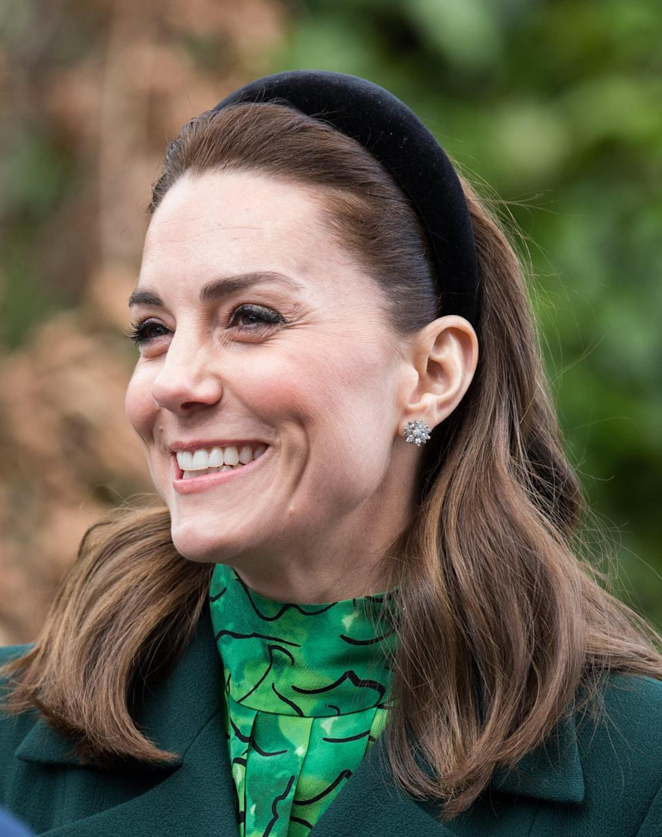 "<p>For a royal trip to Ireland in March 2020, Kate wore her freshly trimmed hair in very loose waves, accessorised with a padded velvet black headband by designer <a href=""https://www.janetaylorlondon.com/"" class=""link rapid-noclick-resp"" rel=""nofollow noopener"" target=""_blank"" data-ylk=""slk:Jane Taylor"">Jane Taylor</a>. The hairstyle not only completes her all green ensemble, but also keeps her hair from blowing in the wind. We love a practical and stylish duchess.</p>"
