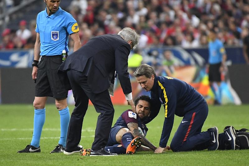Brazil's Dani Alves injured for PSG ahead of World Cup