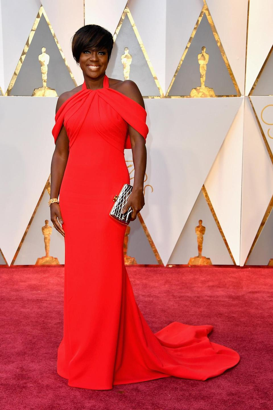 "<p>As Donna commented of Viola Davis's bright Armani look, she ""looked best..always classy."" <em>(Photo: Getty Images)</em> </p>"