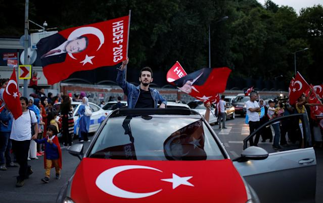 AK Party supporters wave flags outside the Tarabya mansion in Istanbul, Turkey June 24, 2018. REUTERS/Alkis Konstantinidis