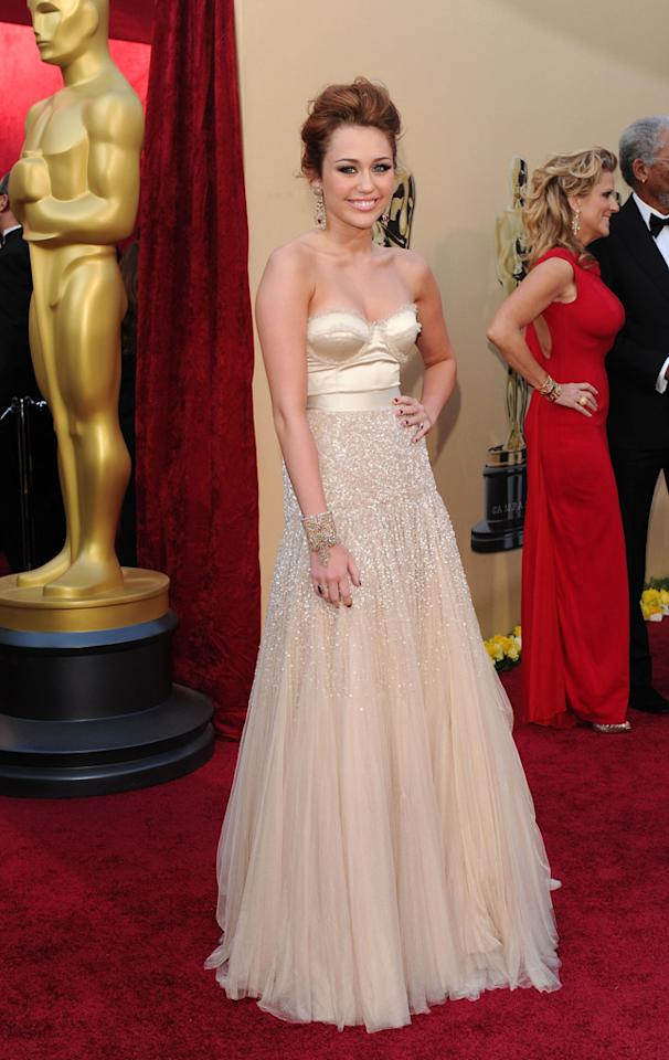 Miley Cyrus arrives at the 82nd Annual Academy Awards held at Kodak Theatre on March 7, 2010 in Hollywood, California.