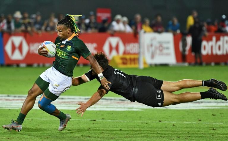 Blitzbokke flyer Rosko Specman helped South Africa to a 15-0 victory over New Zealand on Saturday to win the opening leg of the World Rugby Sevens Series in Dubai