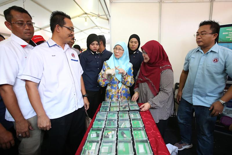 Deputy Prime Minister Datuk Seri Wan Azizah Wan Ismail attends an anti-drug programme organised in conjunction with Unisel's open day in Desa Mentari, Petaling Jaya September 1, 2018. — Picture by Azinuddin Ghazali