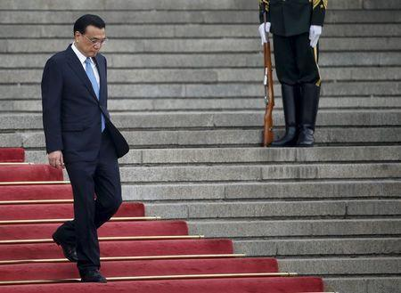 Chinese Premier Li Keqiang arrives to a welcoming ceremony for Algeria's Prime Minister Abdelmalek Sellal outside the Great Hall of the People in Beijing, China, April 29, 2015. REUTERS/Kim Kyung-Hoon