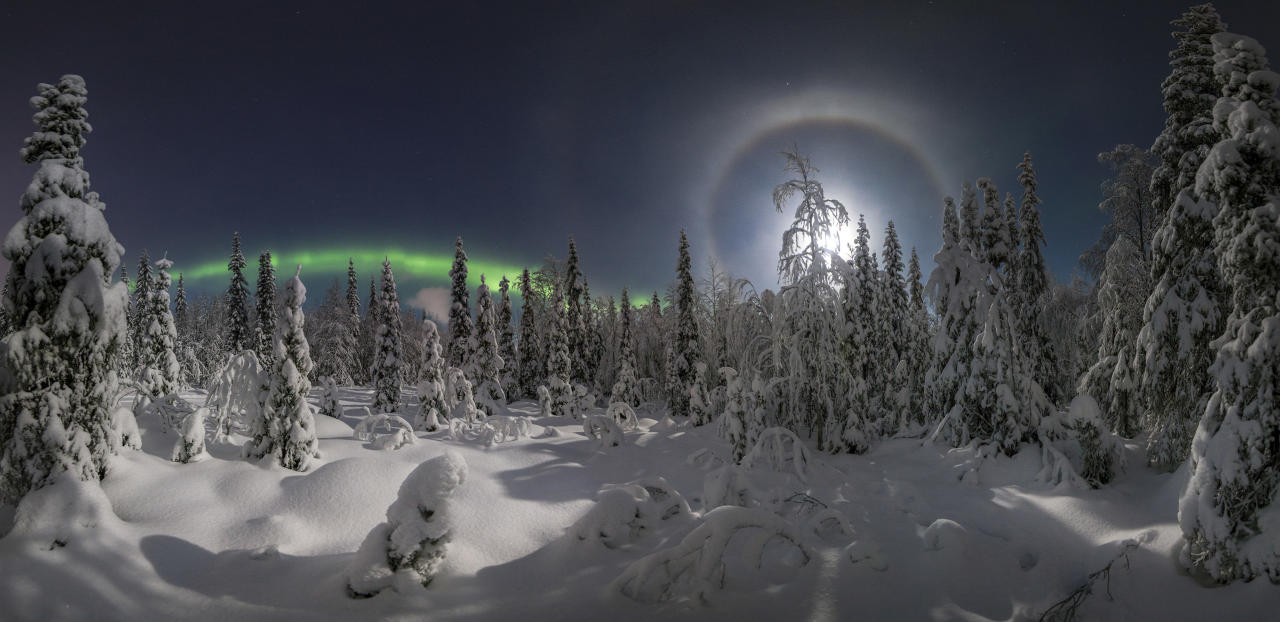 <p>In a series of stunning images, Vitaly Istomin managed to capture the aurora borealis streaking in waves across the sky, with a bright moon lighting up the snow below. (Photo: Vitaly Istomin/Caters News) </p>
