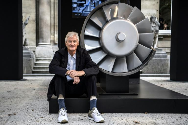Brexiter Dyson choses to build new electric auto in Singapore