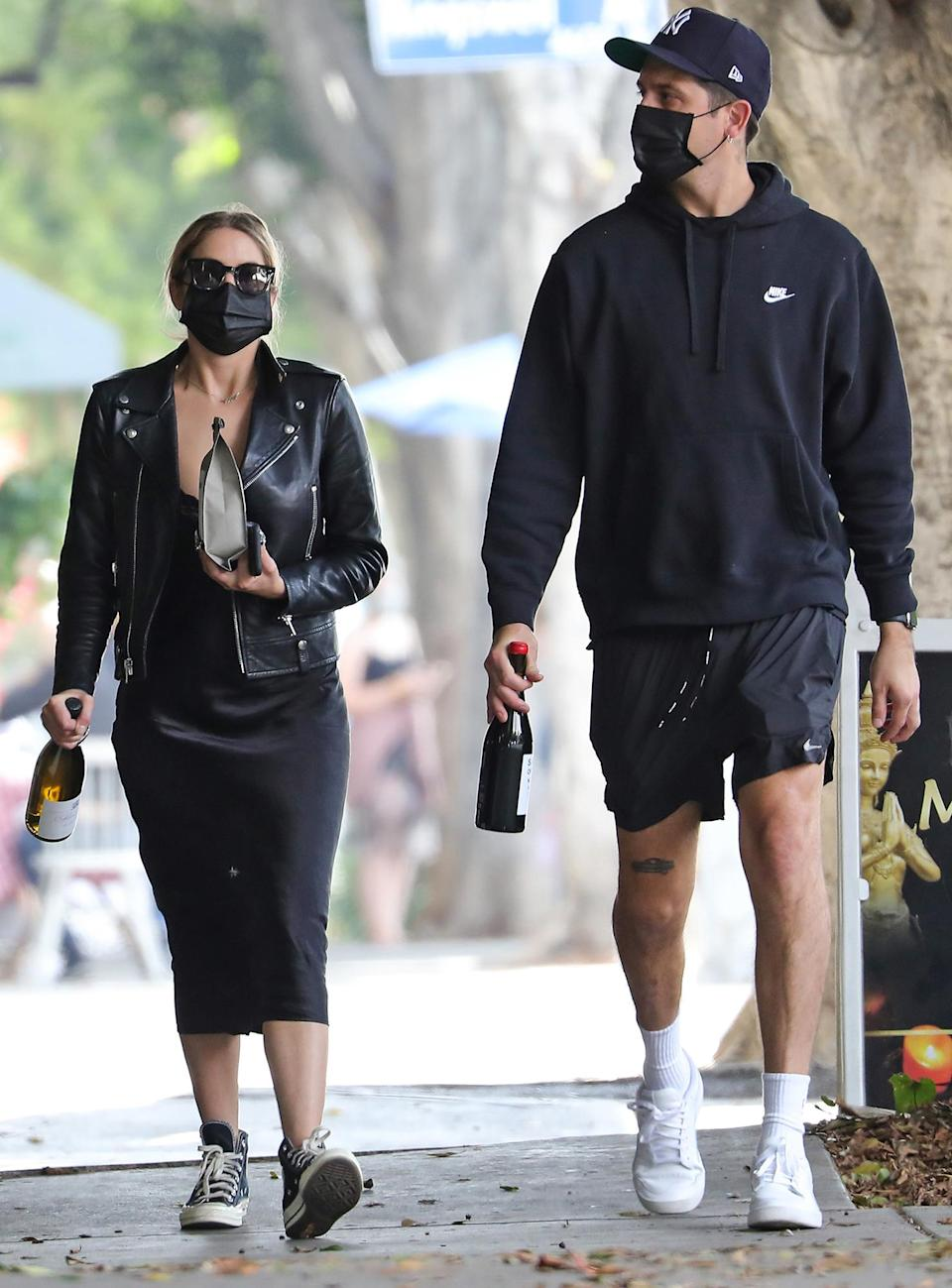 <p>Ashley Benson and G-Eazy grab a bite to eat before buying flowers and wine on Thursday in L.A.</p>