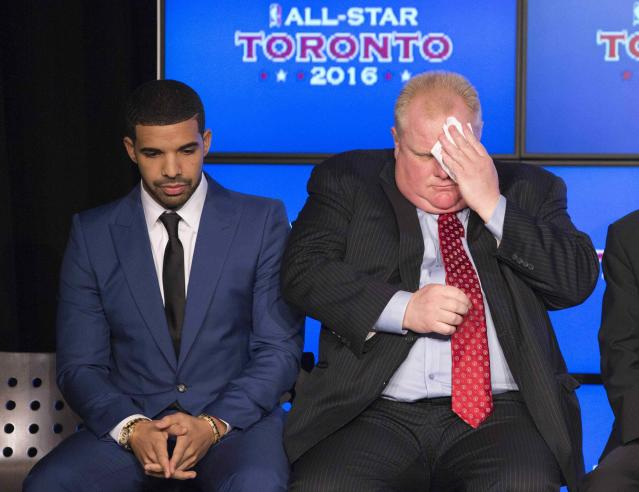 Rapper Drake (L) sits with Toronto Mayor Rob Ford during an announcement that the Toronto Raptors will host the 2016 NBA All-Star game in Toronto, September 30, 2013. Toronto was selected as the host of the National Basketball Association's (NBA) 2016 All-Star Game, marking the first time the showcase event will be held outside of the United States, the league said on Monday. REUTERS/Mark Blinch (CANADA - Tags: SPORT BASKETBALL ENTERTAINMENT)