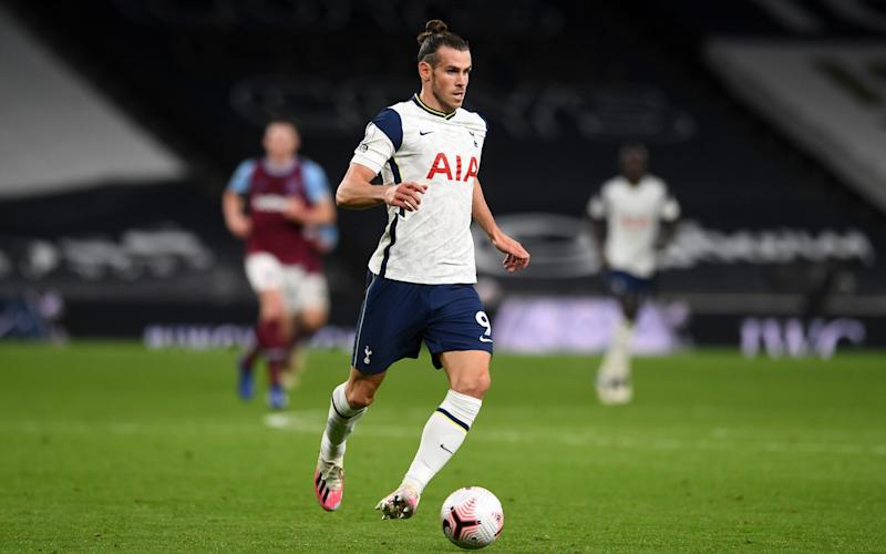 Gareth Bale of Tottenham Hotspur runs with the ball during the Premier League match between Tottenham Hotspur and West Ham United at Tottenham Hotspur Stadium on October 18, 2020 in London, England. - GETTY IMAGES