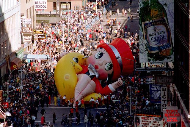 <p>Betty Boop collapses on Broadway near 49th Street as handlers work to raise the deflated helium balloon during the Macy's Thanksgiving Day Parade in New York City, Nov. 27, 1986. Betty Boop, the last balloon in the parade, could not finish the parade. (Photo: Ron Frehm/AP) </p>