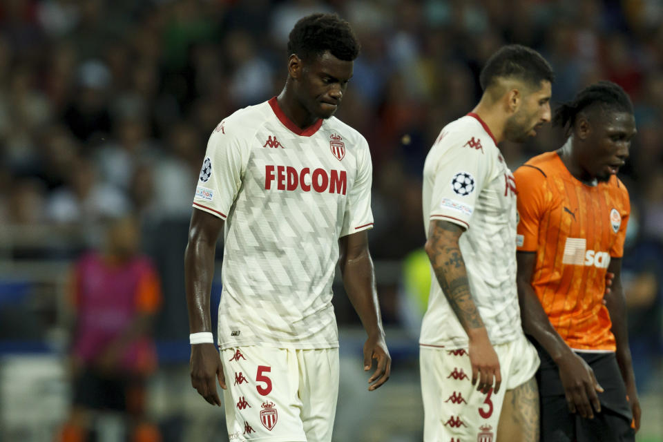 KHARKIV, UKRAINE - AUGUST 25: (BILD ZEITUNG OUT) Benoit Badiashile of AS Monaco looks dejected during the UEFA Champions League Play Offs Leg Two Match between Shakhtar Donetsk and AS Monaco at OSC Metalist on August 25, 2021 in Kharkiv, Ukraine. (Photo by Stanislav Vedmid/DeFodi Images via Getty Images)