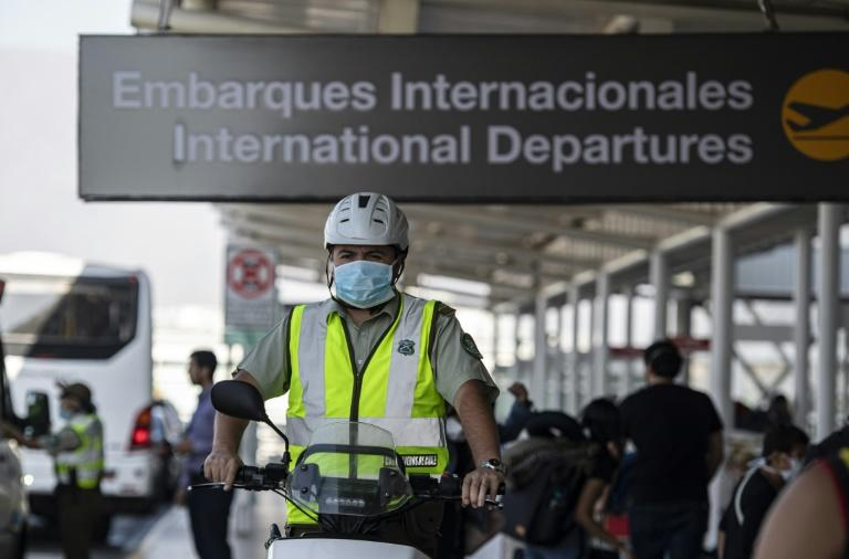 A policeman wears a face mask to prevent the spread of the new Coronavirus at the Santiago international airport