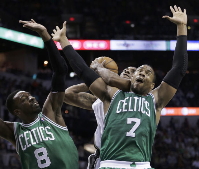 Boston Celtics defenders Jeff Green (8) and Jared Sullinger (7) block San Antonio Spurs' Kawhi Leonard, center, from shooting during the first half of an NBA basketball game, Wednesday, Nov. 20, 2013, in San Antonio. (AP Photo/Eric Gay)