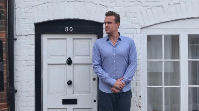 We Can't Stop LOL-ing At Jason Segel In Front Of Small Doors