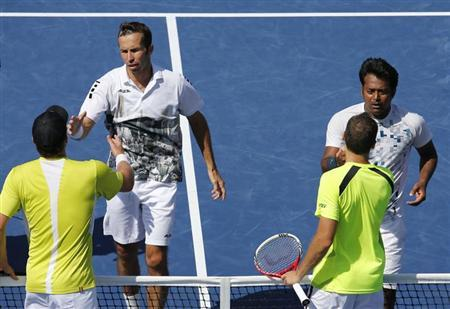 Leander Paes (top, R) and playing partner Radek Stepanek of the Czech Republic shake hands with Alexander Peya of Austria (bottom, L) and Bruno Soares of Brazil after Paes and Stepanek won their men's doubles final match at the U.S. Open tennis championships in New York September 8, 2013. REUTERS/Ray Stubblebine