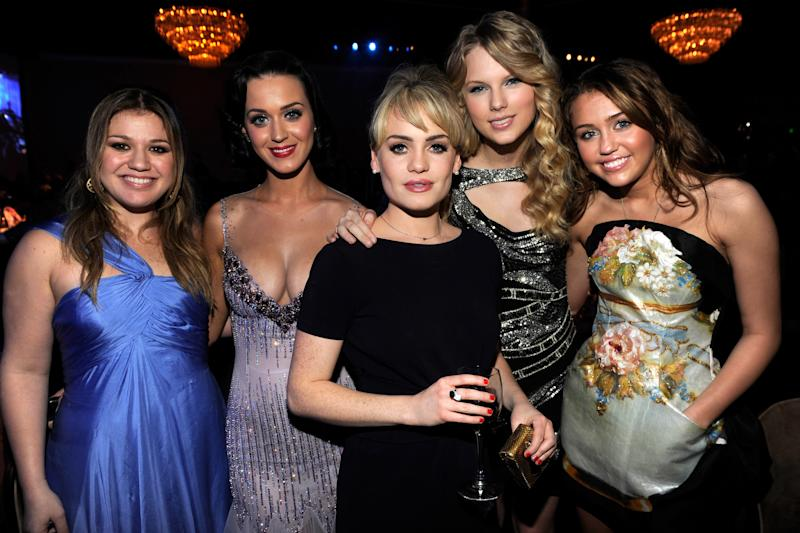 BEVERLY HILLS, CA - FEBRUARY 07: *EXCLUSIVE* Kelly Clarkson, Katy Perry, Duffy, Taylor Swift and Miley Cyrus attends the 2009 GRAMMY Salute To Industry Icons honoring Clive Davis at the Beverly Hilton Hotel on February 7, 2009 in Beverly Hills, California. (Photo by Kevin Mazur/WireImage)