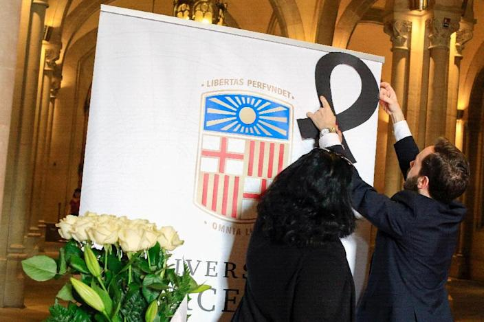 University officials put a black crape for the victims of yesterday's bus fatal accident at the mourning hall of the University of Barcelona on March 21, 2016 in Barcelona (AFP Photo/Pau Barrena)