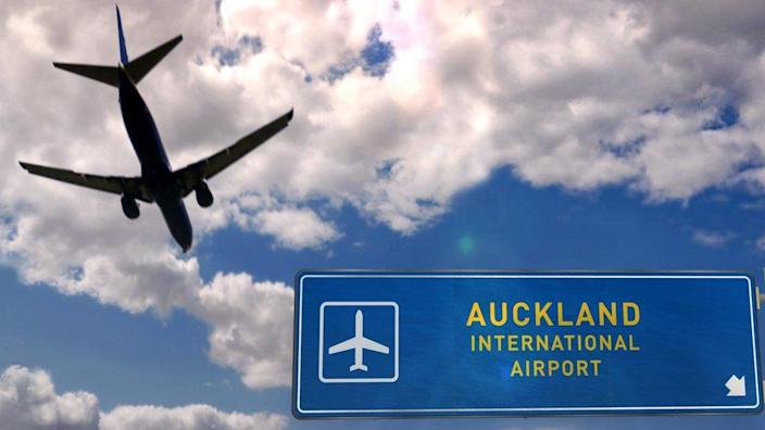 Aircraft landing in Auckland