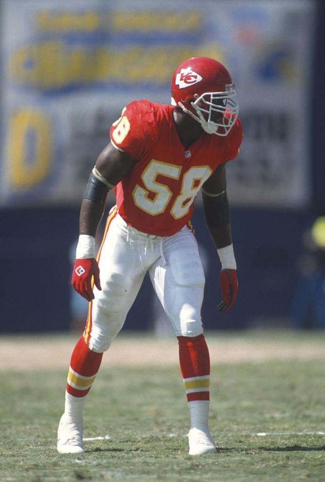 <p>Cause of death: Derrick Thomas died in February of 2000 after being paralyzed in a car accident a few weeks earlier. </p>