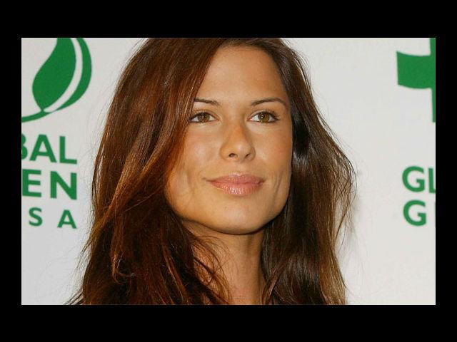 <b>3. Rhona Mitra </b><br>Blessed with a sultry voice and long, dark hair, Rhona Mitra's father is of Bengali Indian and English descent, and her mother Irish. Apart from modeling, she is also an actress and singer. Rhona was ranked 46 in Maxim's '100 hot women 2001' list.