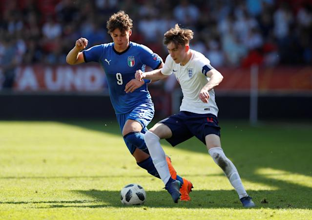Soccer Football - UEFA European Under-17 Championship - Group A - England v Italy - The Banks's Stadium, Walsall, Britain - May 7, 2018 Italy's Edoardo Vergani in action with England's James Garner Action Images via Reuters/Andrew Boyers
