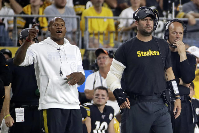Injured Pittsburgh Steelers quarterback Ben Roethlisberger, and his Apple watch (left wrist). (AP)