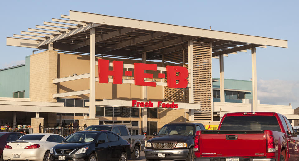 An image of an H.E.B store with cars parked out the front.