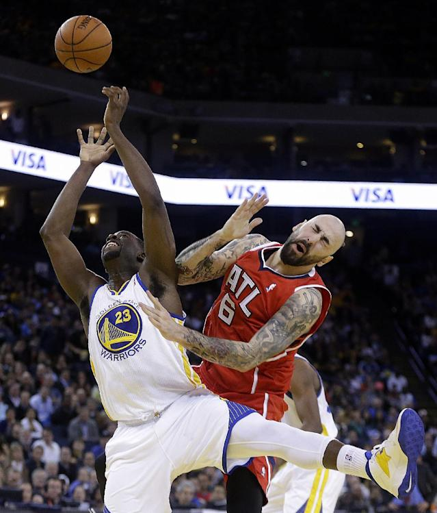 Golden State Warriors' Draymond Green (23) and Atlanta Hawks' Pero Antic (6) fight for a rebound during the second half of an NBA basketball game Friday, March 7, 2014, in Oakland, Calif. (AP Photo/Ben Margot)