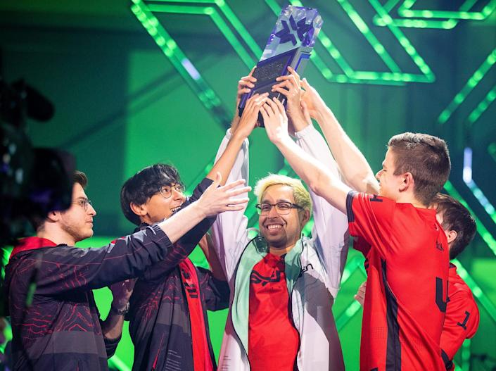 """The North American """"Valorant"""" team Sentinels holding up a triangular prism trophy"""