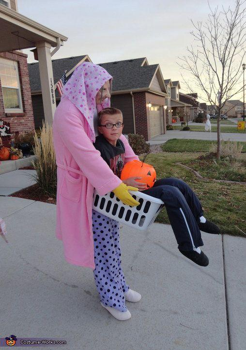 """<a href=""""http://www.costume-works.com/lucy_the_laundry_lady.html"""" target=""""_blank"""">vía Costume Works </a>"""