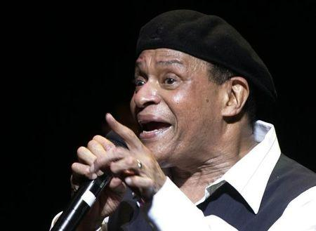 FILE PHOTO - U.S. musician Al Jarreau performs on stage at the Vienna State Opera House as part of the annual Vienna Jazz Festival July 5, 2007.  REUTERS/Herwig Prammer